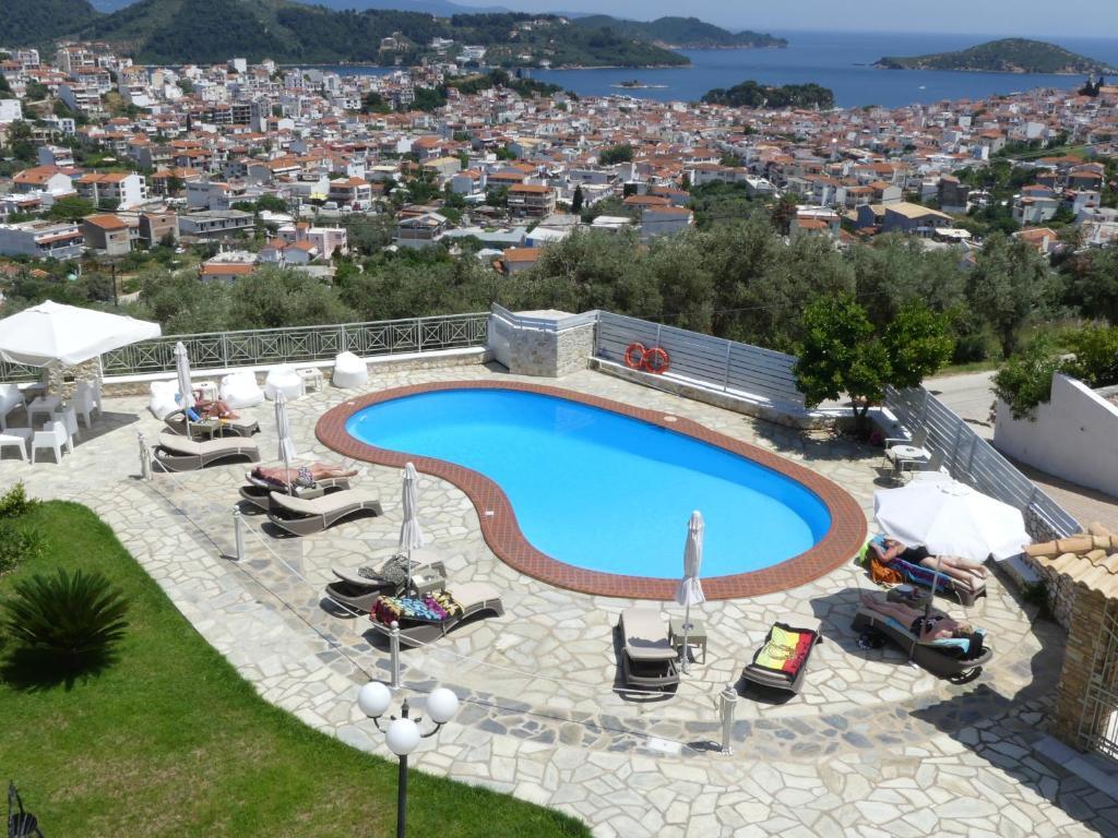 Θέα της πισίνας από το Blue Horizon Studios  ή από εκεί κοντά