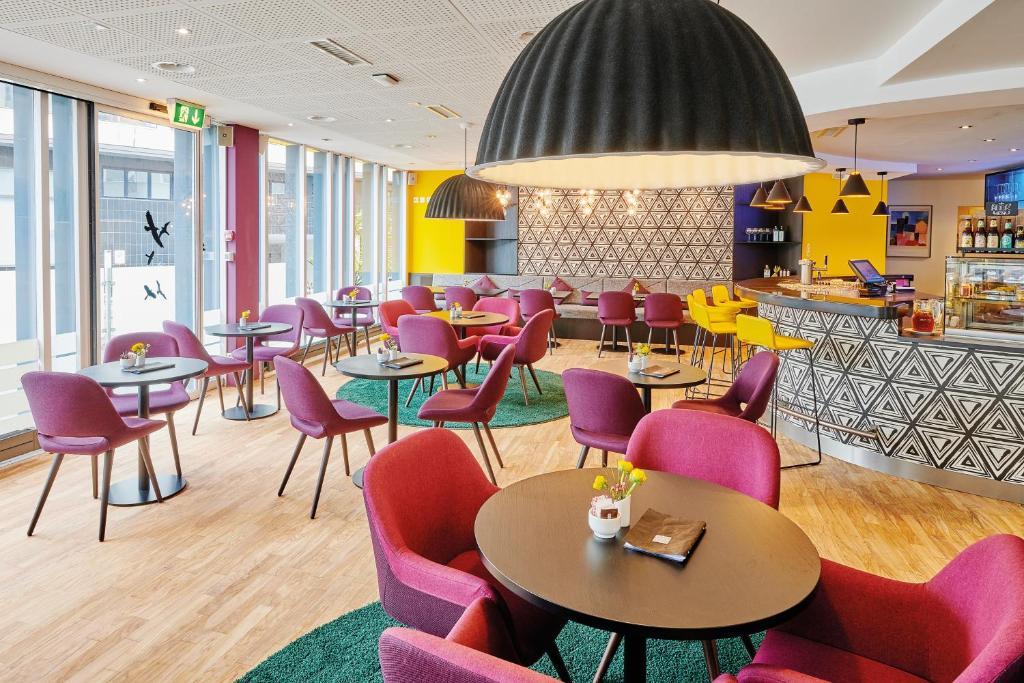 Ein Restaurant oder anderes Speiselokal in der Unterkunft Sorell Hotel Ador