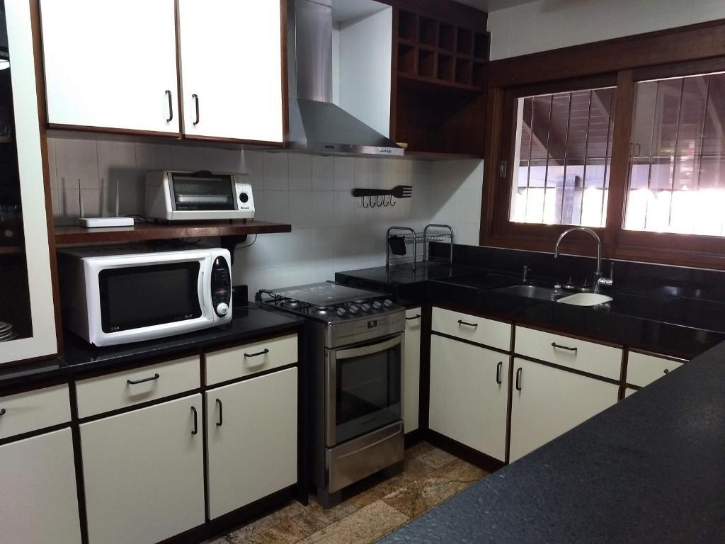 A kitchen or kitchenette at Casa: segundo andar
