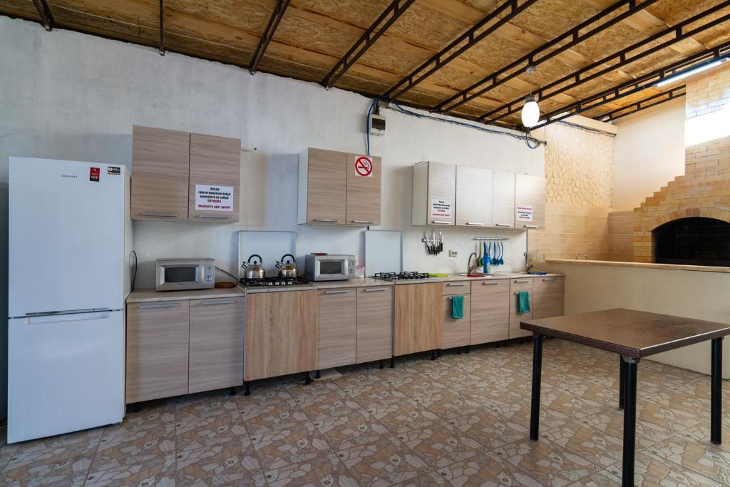 A kitchen or kitchenette at Zhasmin Guest House