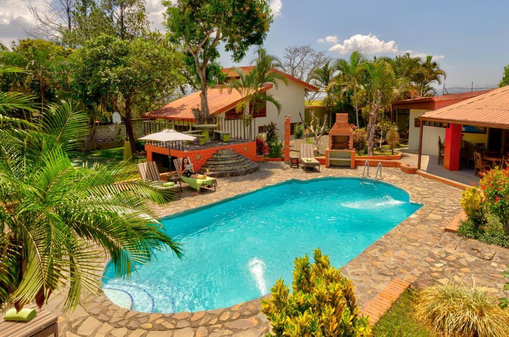 The swimming pool at or near Dushi Vida Country Inn