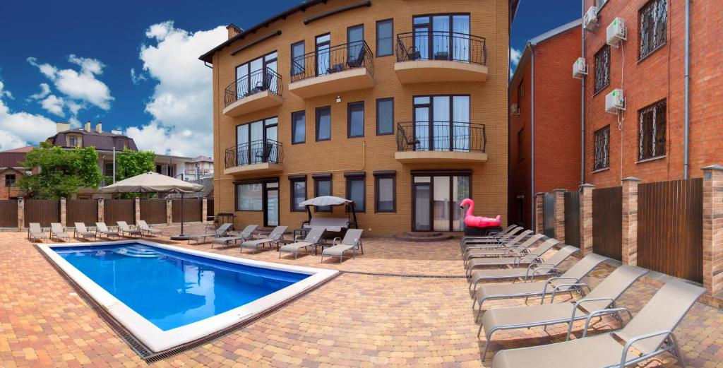 The swimming pool at or near El verano