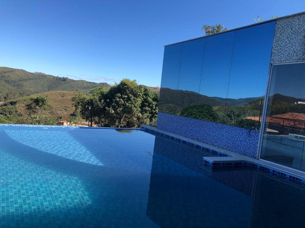 A piscina localizada em Hotel Recanto da Serra ou nos arredores