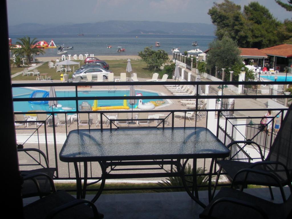 Vue sur la piscine de l'établissement UMBRELLA BEACH APARTMENTs ou sur une piscine à proximité