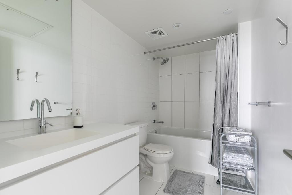 Simply Comfort Amazing Downtown Apartments Toronto Canada Booking Com