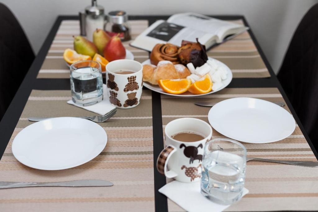 Breakfast options available to guests at Апартаменты на Орджоникидзе 33