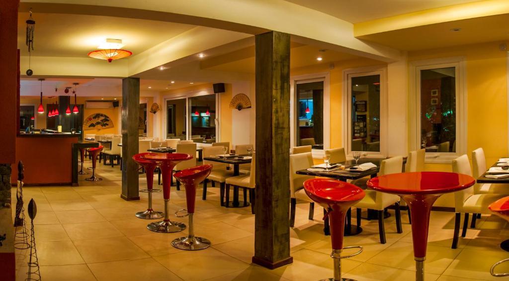 Un restaurant u otro lugar para comer en Mizu Hotel Boutique