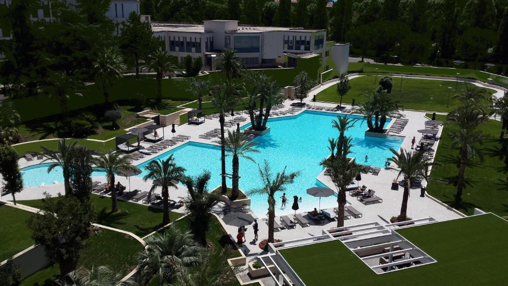 A view of the pool at Ergife Palace Hotel or nearby
