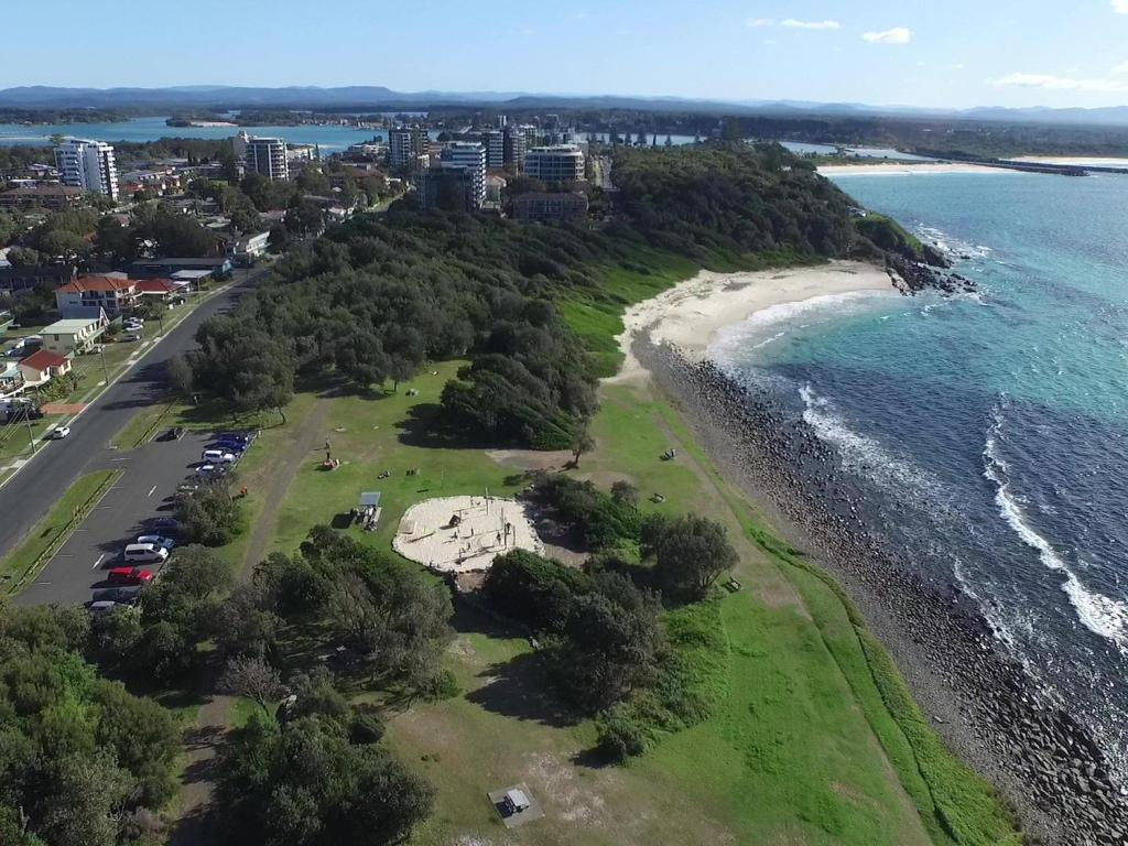 A bird's-eye view of Bubsys Beach House at Pebbly