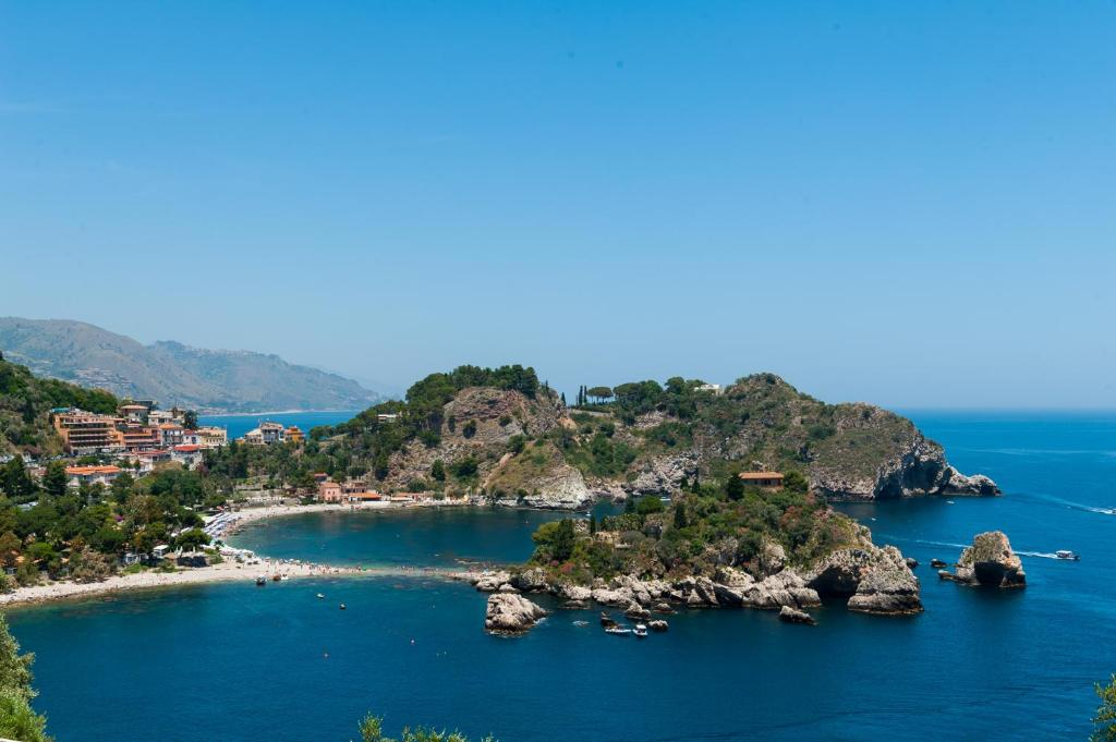 A bird's-eye view of Casa Trevelyan Isola Bella