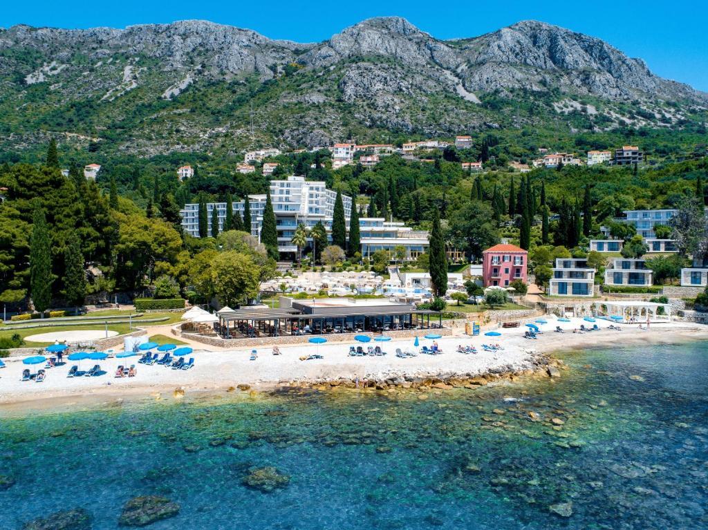 Een luchtfoto van Hotel Astarea