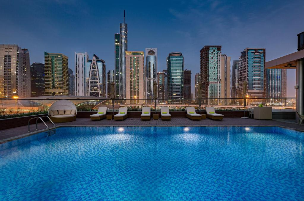 The swimming pool at or close to Millennium Place Dubai Marina