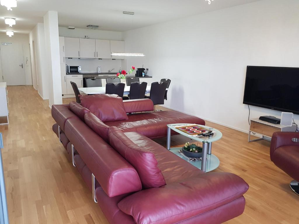 A seating area at Luxusapartment Stuttgart