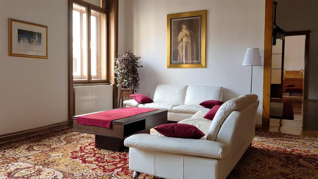 A seating area at Luxury apartment in the heart of Varazdin