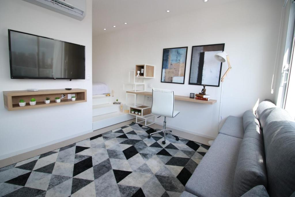 A television and/or entertainment centre at Flat Metropolitan Smart Style