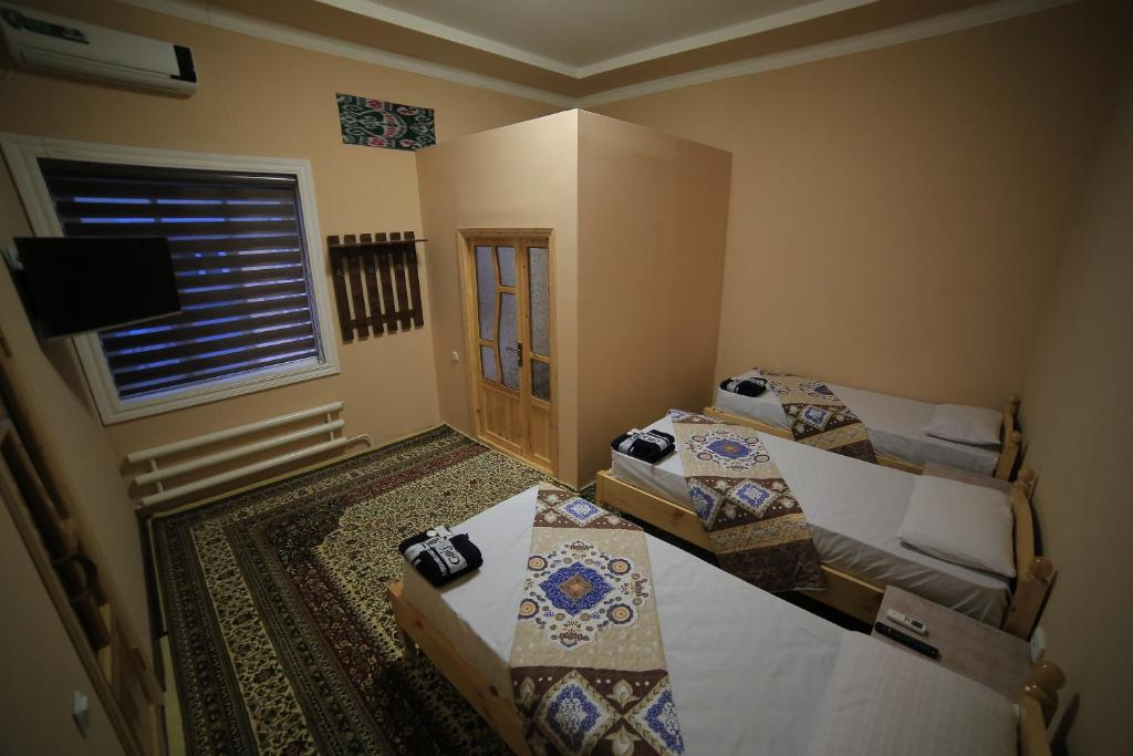 A bed or beds in a room at PARVIZ GUEST HOUSE