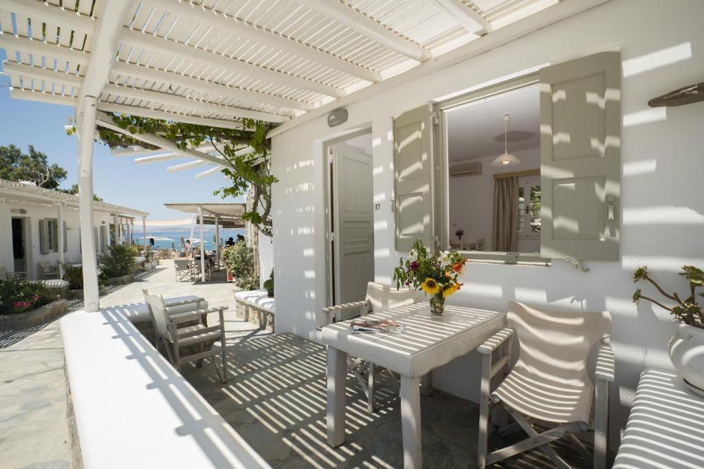 מסעדה או מקום אחר לאכול בו ב-Agia Anna on the beach
