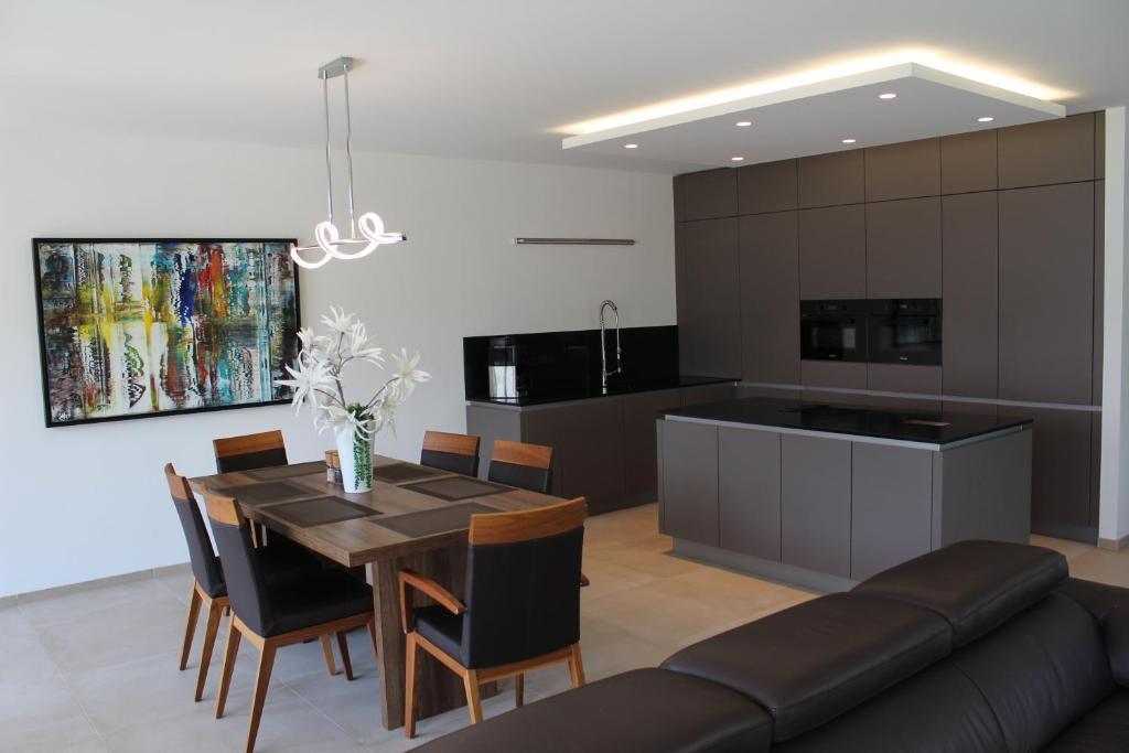Grosses Apartment Im Zentrum Von Dresden 2 Schlafzimmer 2 Bader Balkon Dresden Aktualisierte Preise Fur 2021