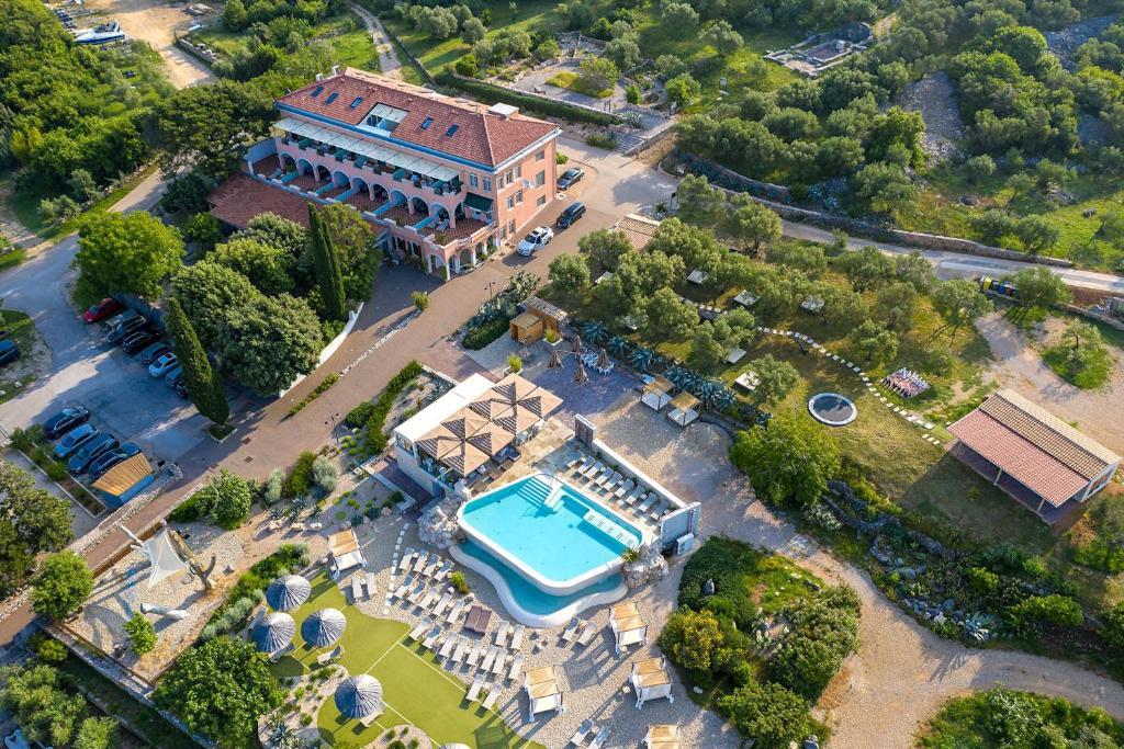 A bird's-eye view of Hotel Kanajt