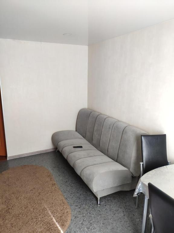 A seating area at Машиностроителей 10 кв 2