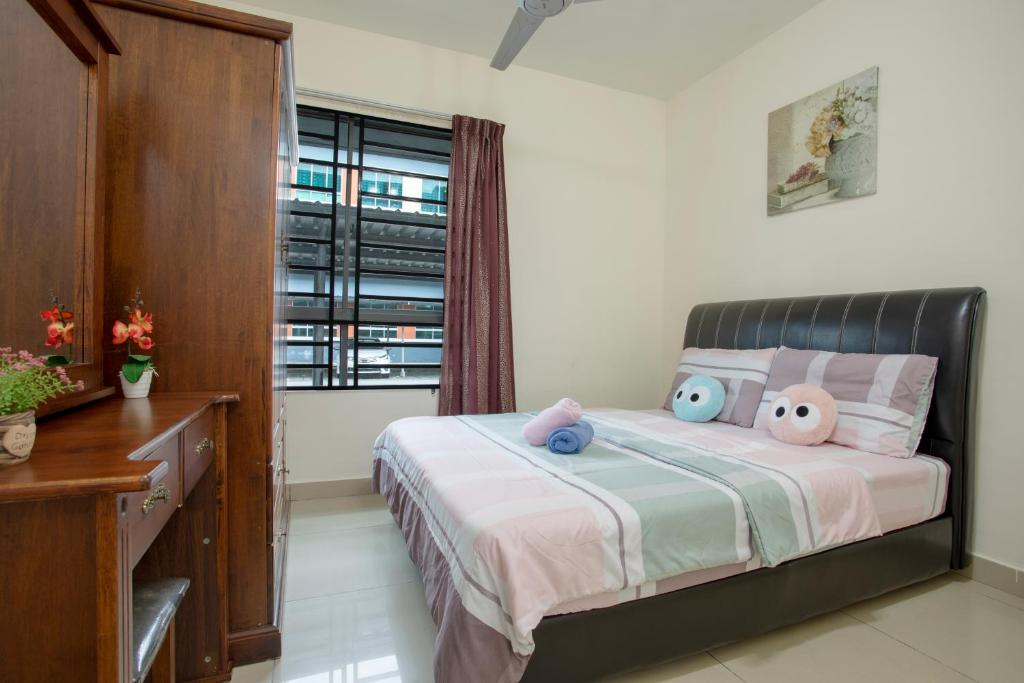 A bed or beds in a room at Cyber City Vacation Homestay