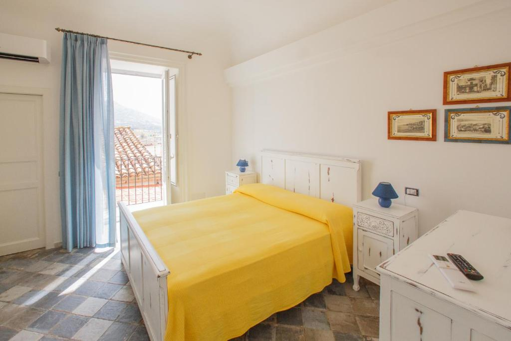 A bed or beds in a room at Casa don Luigi