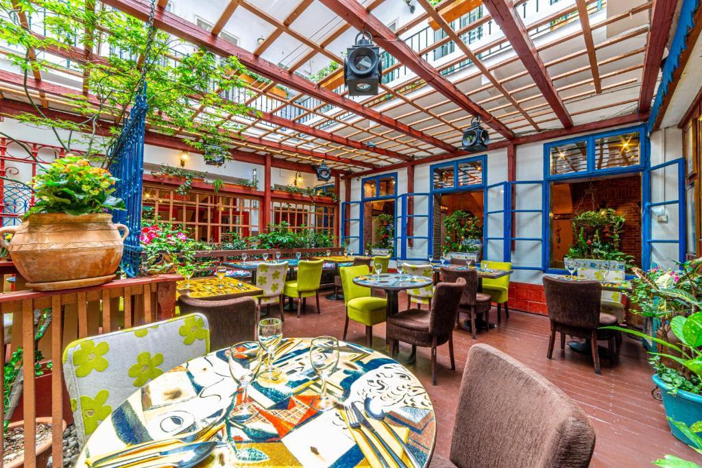 Ein Restaurant oder anderes Speiselokal in der Unterkunft Hotel Salvator