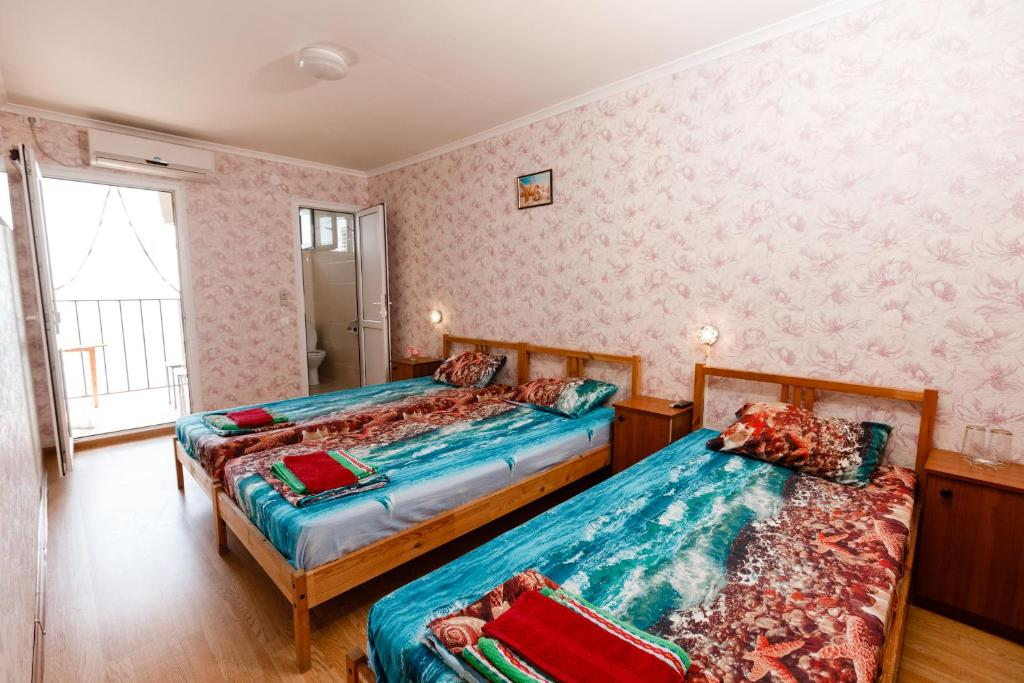 A bed or beds in a room at Zvezda
