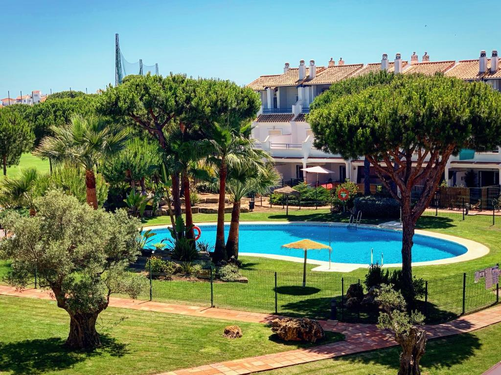 Fantastic 3-Bedroom Holiday Home including Tennis and Pool Near Golf Course