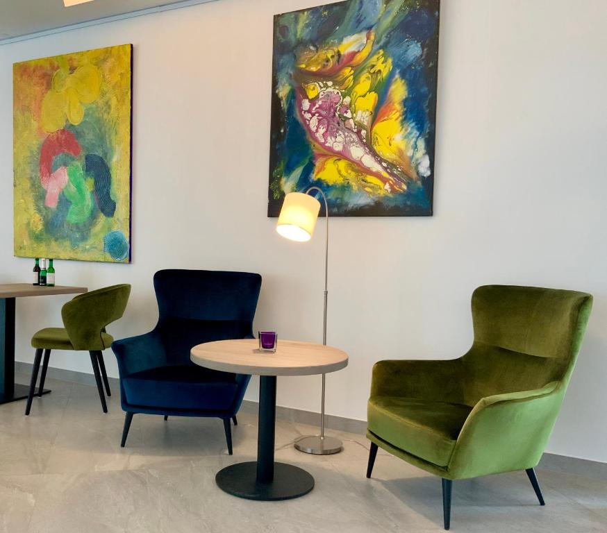 A seating area at StadtHotel ARTE