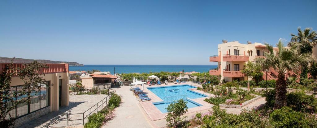 Θέα της πισίνας από το Ekavi Apartments ή από εκεί κοντά