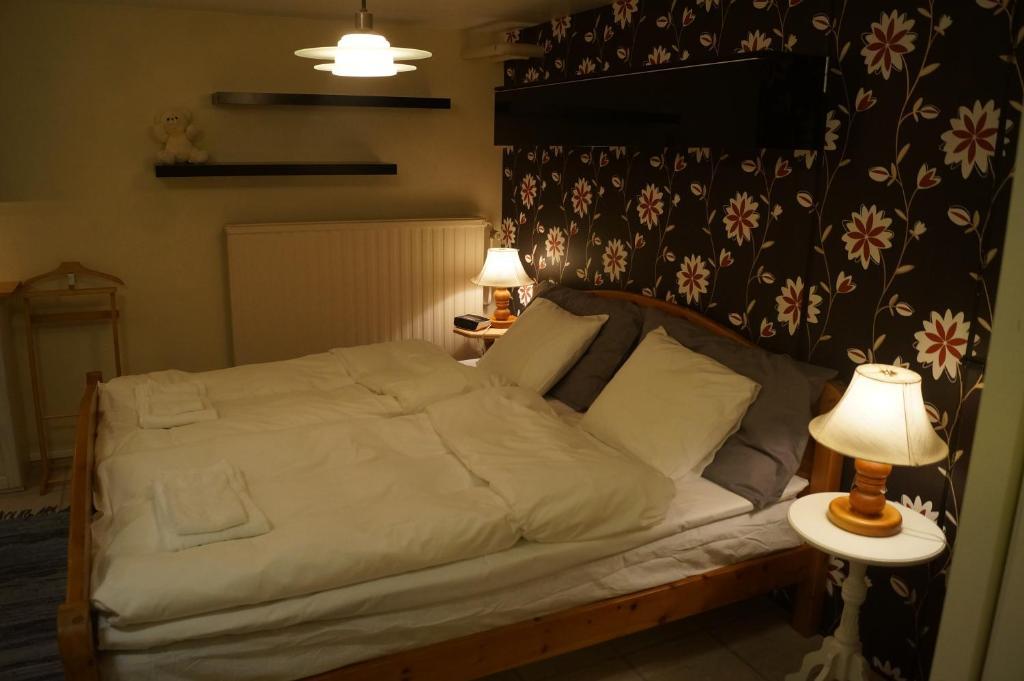 A bed or beds in a room at Eriks Bädd och Pentry