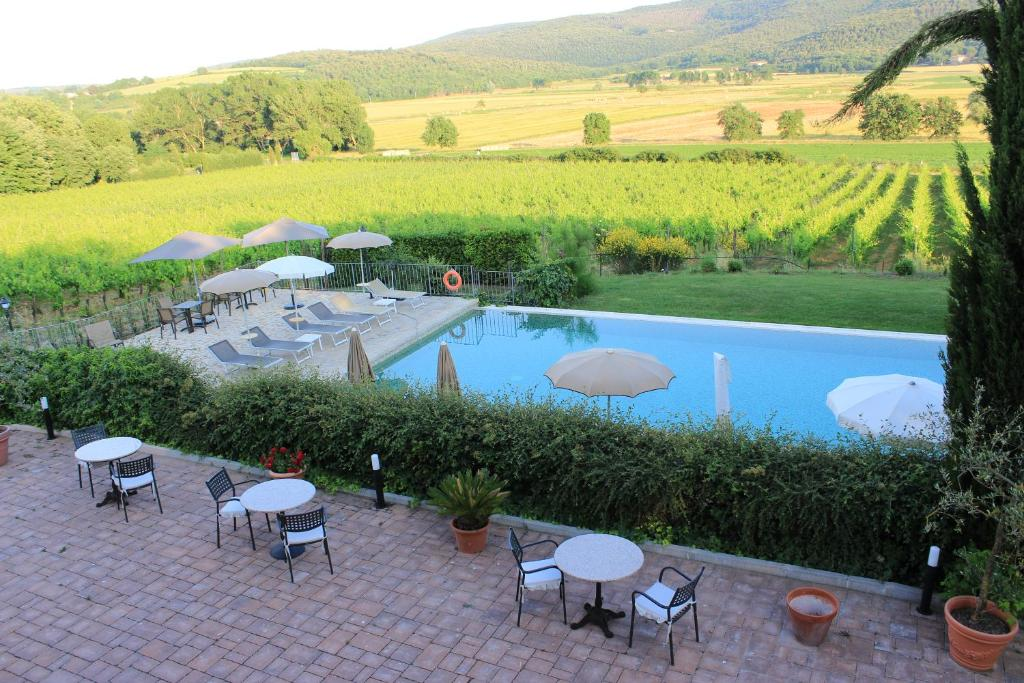 A view of the pool at Agriturismo il Colombaio B&B or nearby