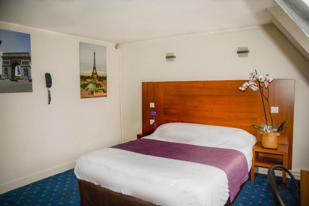 Кровать или кровати в номере Hotel Paris Bruxelles