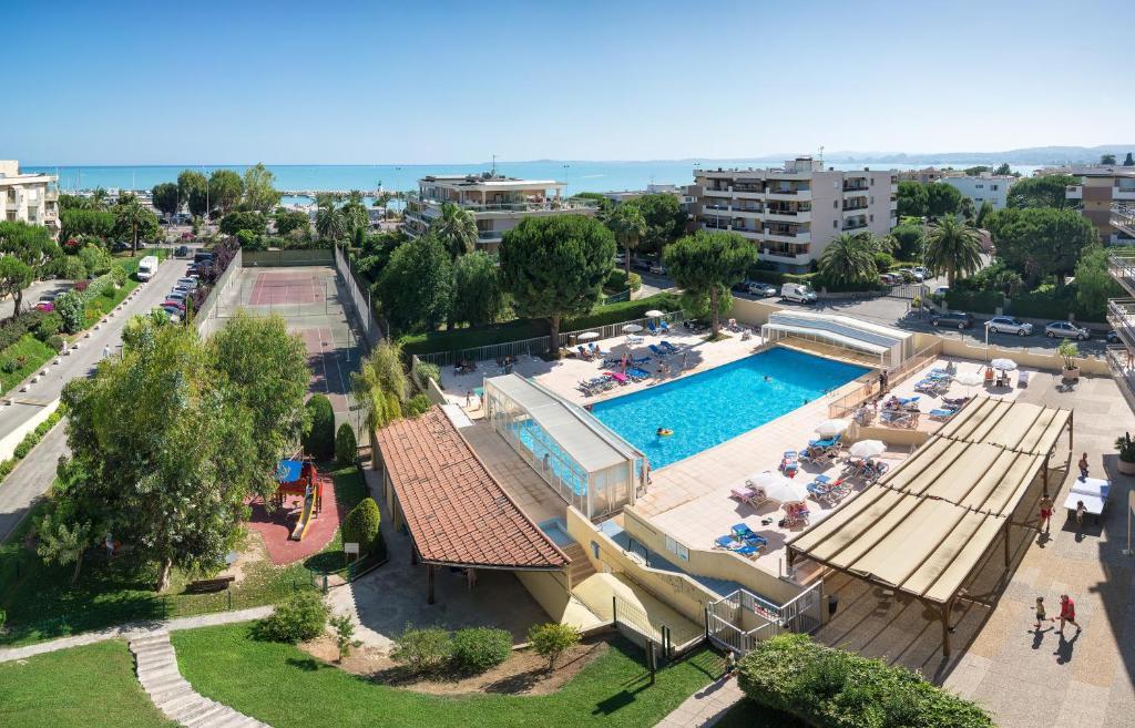 Vista de la piscina de Résidence Pierre & Vacances Heliotel Marine o alrededores