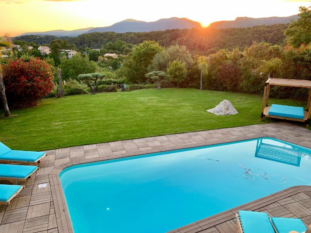 The swimming pool at or near Villa Angel