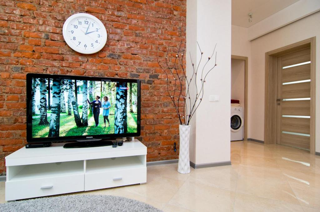 A television and/or entertainment centre at VIP Apartments 24/7
