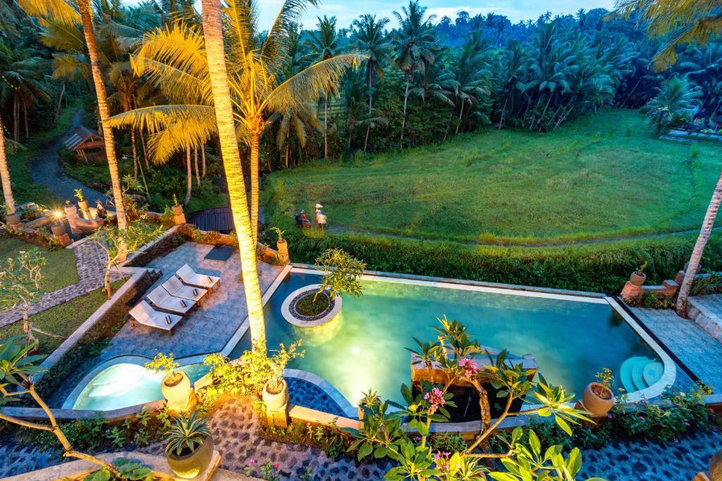 Ein Blick auf den Pool von der Unterkunft Umasari Rice Terrace Villa oder aus der Nähe