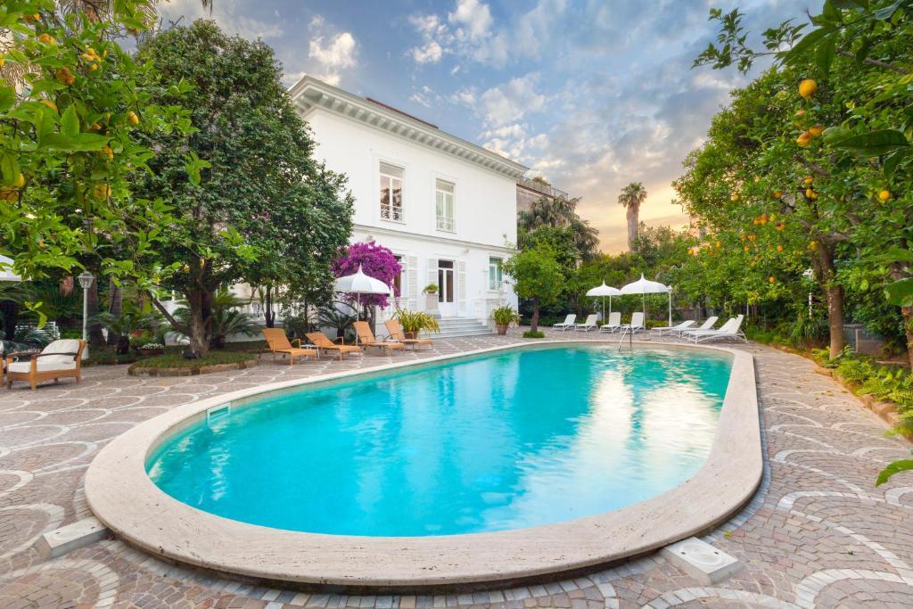 The swimming pool at or near Relais Villa Savarese
