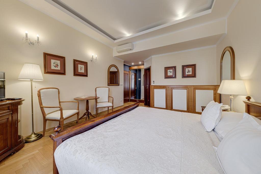 로우렌 호텔 객실 침대