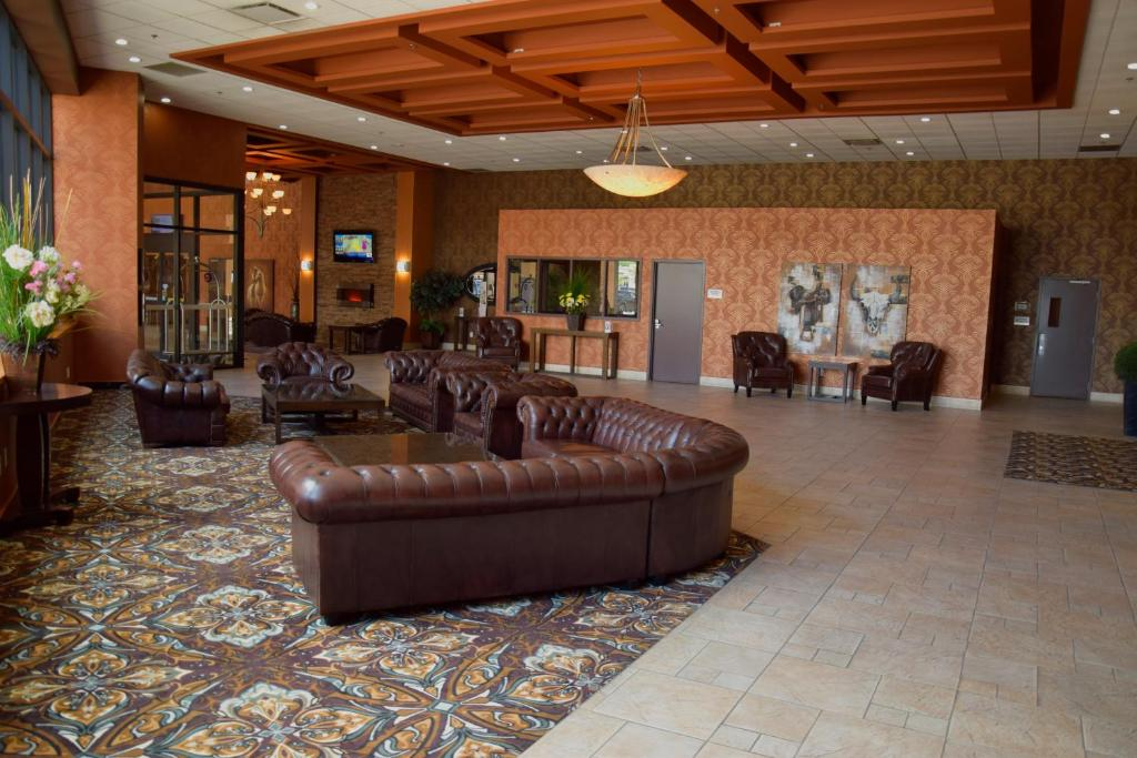 The lobby or reception area at Coast Lethbridge Hotel & Conference Centre