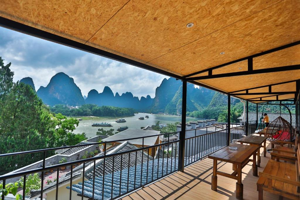 En generel udsigt til bjerge eller udsigt til bjerge taget fra vandrehjemmet
