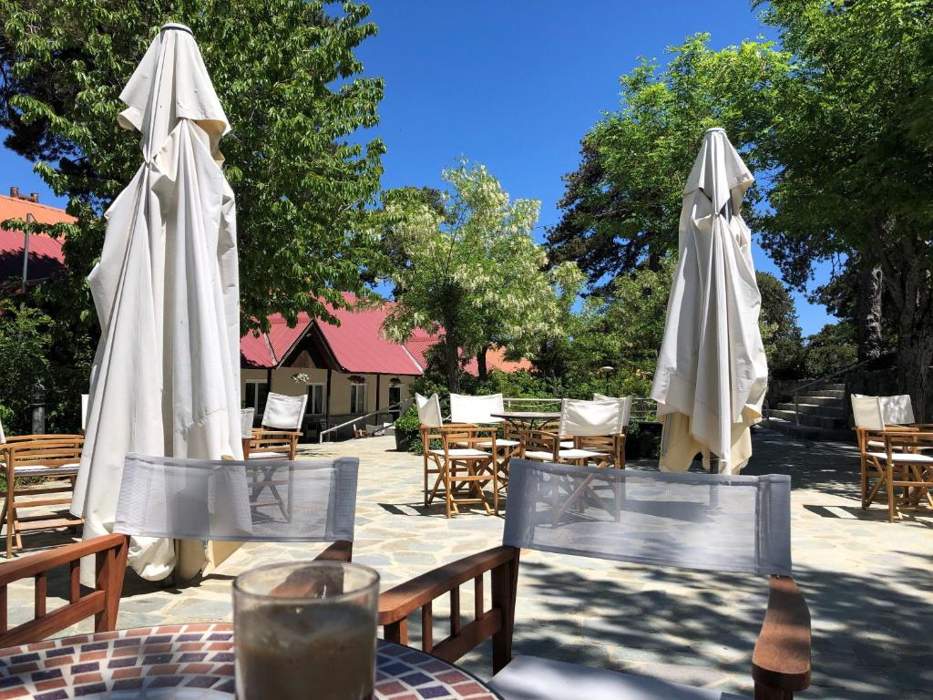 A restaurant or other place to eat at Jubilee Hotel Troodos