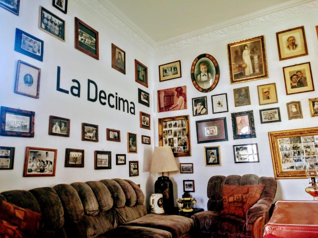 A seating area at La Decima Guest House