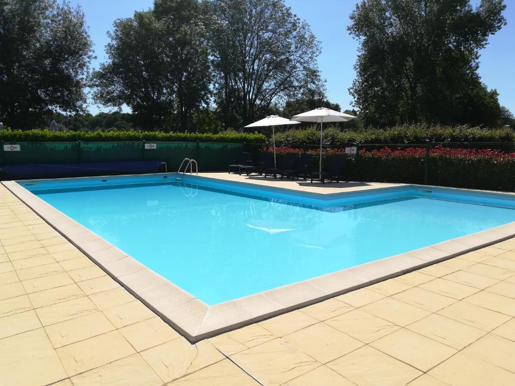 The swimming pool at or near Camping de l'hippodrome