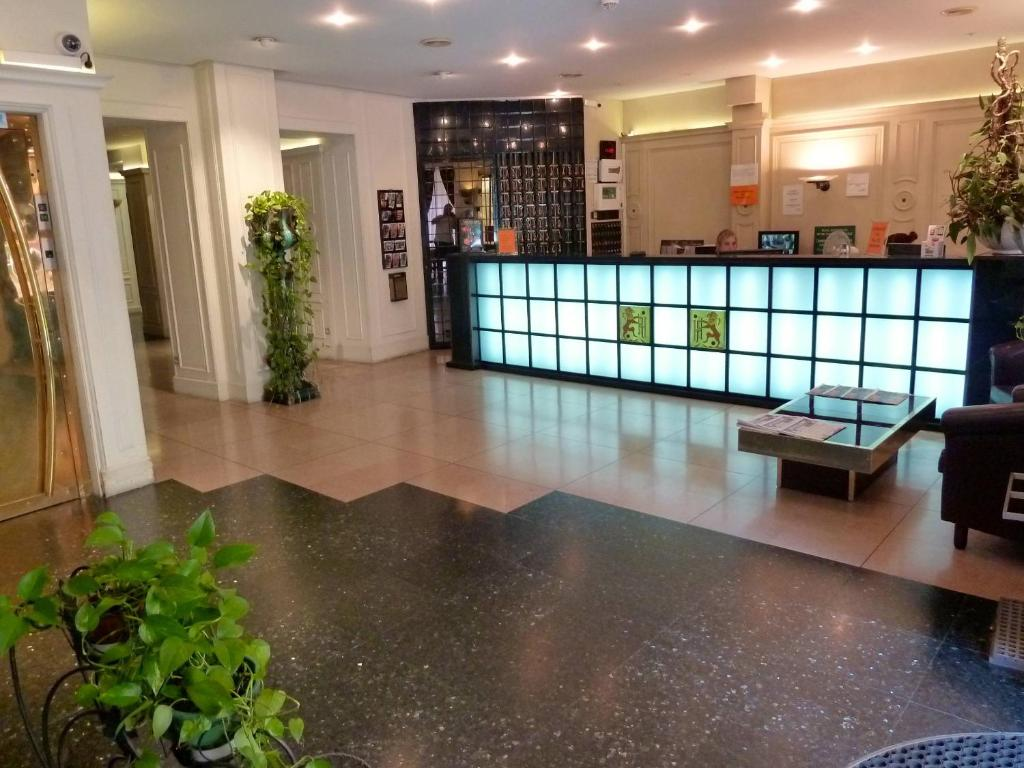 The lobby or reception area at Hôtel du Helder
