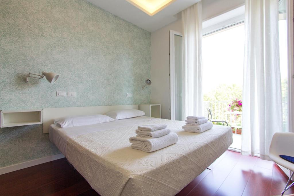 A bed or beds in a room at Relais Star of Trastevere