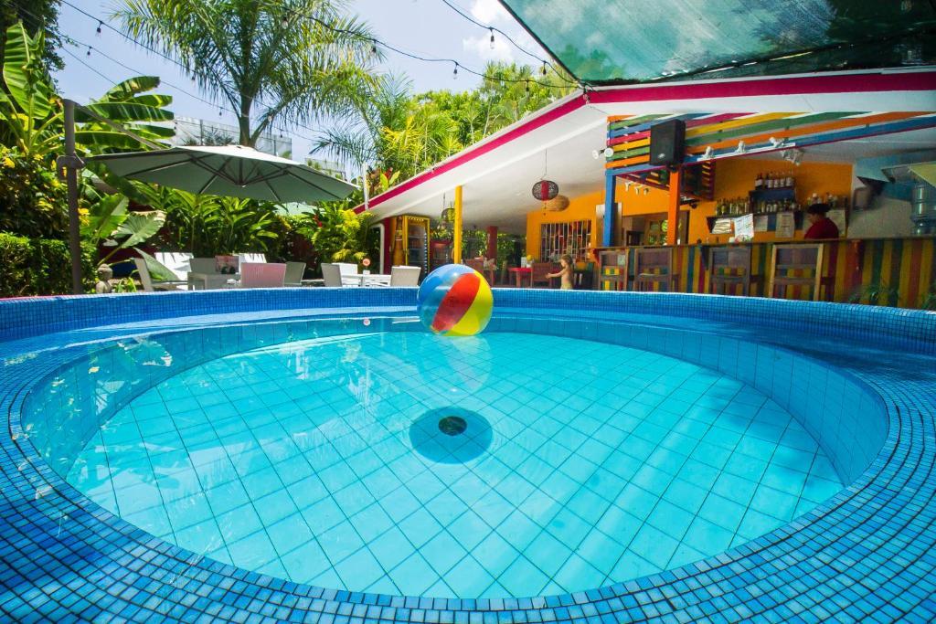 Der Swimmingpool an oder in der Nähe von Hotel Buddha House