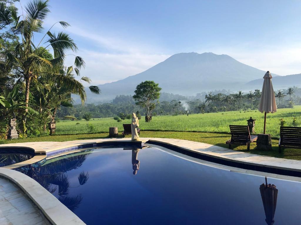 The swimming pool at or close to Great Mountain Views Villa Resort