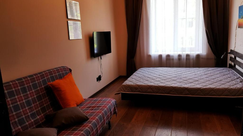 A bed or beds in a room at Апартаменты в центре Новосибирска Урицкого 12